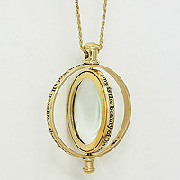 Revolving Magnifying Glass Pendant Necklace