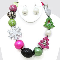 Glittered Christmas Pearl Necklace