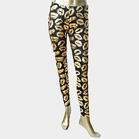 Metallic kiss print leggings