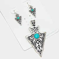 Turquoise metal arrow head magnetic pendant set