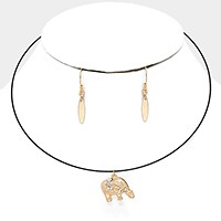 Metal elephant pendant wire choker necklace
