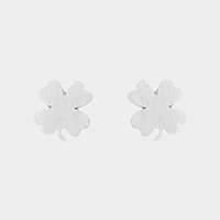 Textured matte metal clover stud earrings