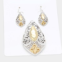 Crystal detail two tone metal filigree pendant set