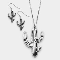 Metal cactus pendant necklace