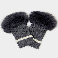Fingerless gloves with fur on the top