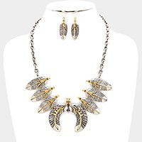 Metal feather link necklace