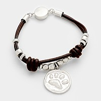 Metal paw charm & magnetic leather bracelet