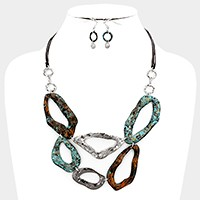 Hammered metal link bib necklace