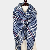 Plaid pattern oblong scarf with frayed edge