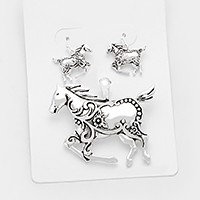 Antique metal horse pendant set