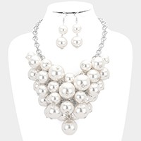 Chunky pearl bib necklace