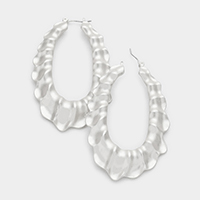 Wavy oval hoop pin catch earrings