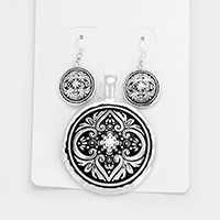 Embossed Round Magnetic Pendant Set