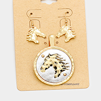 Embossed Horse Round Metal Magnetic Pendant Set