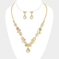 Rhinestone Trim Teardrop Accented Marquise Necklace