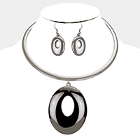 Cut Out Metal Oval Pendant Necklace