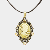 Antique Cameo Pendant Necklace