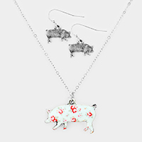 Flower Pattern Pig Pendant Pearl Necklace