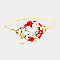 Cut Out Rooster Flower Patterned Disc Pearl Hook Bracelet