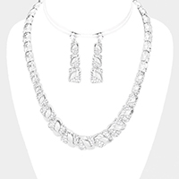 Rhinestone Pave Curve Detailed Necklace