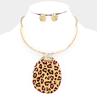 Enamel Animal Print Abstract Round Pendant Choker Necklace
