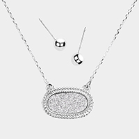 Shimmery Oval Pendant Necklace