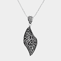 Embossed Geometric Metal Pendant Necklace