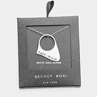 Secret Box _ White Gold Dipped 'Best Mom' Pendant Necklace