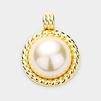 Twist Metal Trim Pearl Pendant