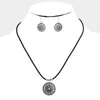 Embossed Antique Pattern Round Metal Pendant Necklace