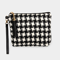 HOUNDSTOOTH POUCH BAG W/WRISTLET