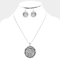 Embossed Geometric Floral Metal Pendant Necklace
