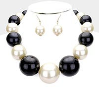 Chunky Pearl Collar Necklace