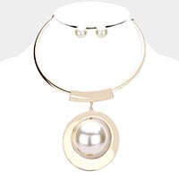 Oversized Pearl Centered Necklace