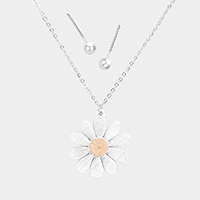 Flower Metal Pendant Necklace