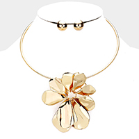 Metal Floral Collar Necklace