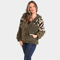 Camouflage Pattern Faux Shearing Zipper Closure Pocket Hoodie Sweater Jacket